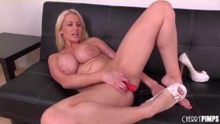 Alanah Rae adora masturbarsi