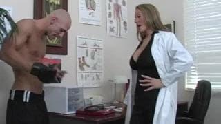 Dottoressa Abby Rode scopa nello studio