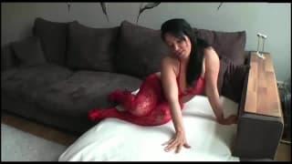 Troietta che oggi si mostra come è sexy