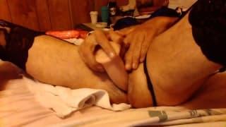 Un gay che si penetra il culo