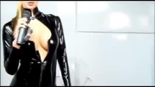 Danica e la sua tutina super sexy