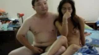 Orientale arrapata fa sesso con un uomo!