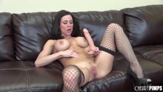 Kendra Lust ama usare questo dildo !