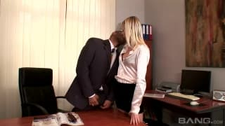 Una segretaria molto eccitata