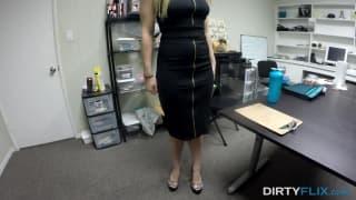 Monica Rise si fa sfondare la figa