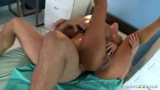Tanto sesso anale per Angelina Valentine