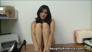 Una segretaria si masturba in ufficio