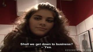 Una giovane ceca inculata per soldi