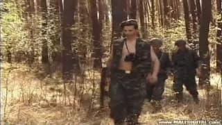 Militari in campo per grande divertimento