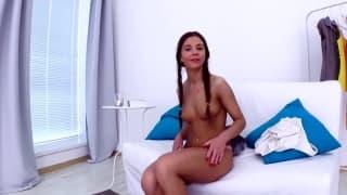 Una giovane mora che ama il sesso orale