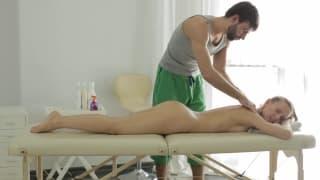 Un massaggio per farla eccitare un sacco