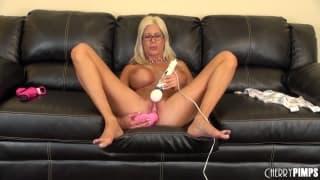 Puma Swede adora usare il suo vibratore