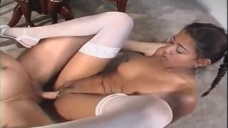 La bella Lily Thai vuole soltanto godere