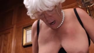 Nonnina arrapata scopata dal nipote