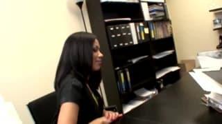 Una segretaria arrapata da chiavare