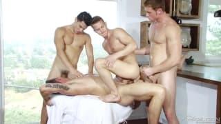 Quattro amici in una calda sessione gay