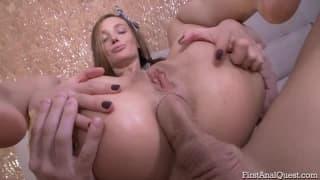 Lulu Burnett con un sextoy dentro il culo