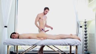 Nico Duvall ci mostra un bel massaggio