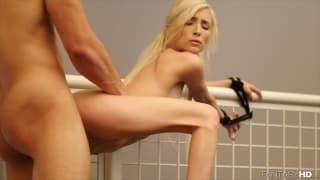 Piper Perri gode quando gliela leccano