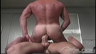 Un favoloso porno vintage con due gay