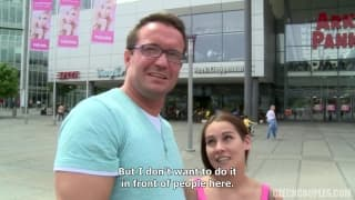 Una coppia seduce questa giovane ceca