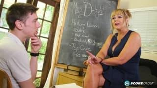 Una professoressa milf lo scopa per bene