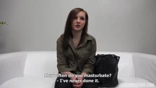Kristyna è una bella troia in un casting