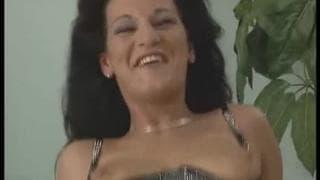 Un video vintage pieno di piacere e sesso