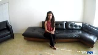 Una giovane mora chiavata a un casting
