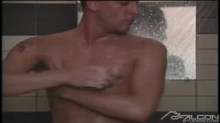 Johnny Rahm e Danny Cocker amano scopare