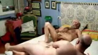 Una coppia gay si filma mentre gode