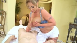 Eva Notty è una calda massaggiatrice
