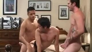 Un'intensa orgia tra omosessuali vogliosi