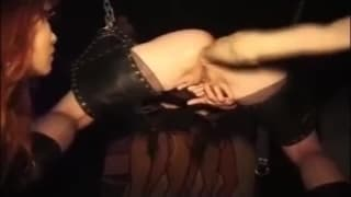 Un fisting anale in questa scena BDSM