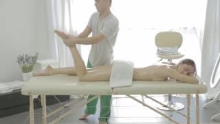 Un rilassante massaggio pre scopata